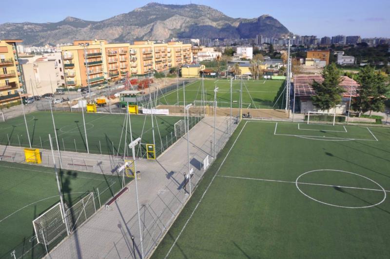 Centro sportivo le siepi palermo prenotauncampo for Centro sportivo le piscine